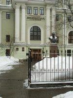 НИИ им. А.Л. Поленова - центральные ворота, где сделать мрт в Петербурге