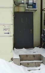 Запасной вход (сразу за аркой), где сделать мрт в СПб