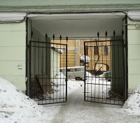 проход до кабинета МРТ в НИИ Поленова через арку, где сделать МРТ в спб, сделать МРТ в Санкт-Петербурге