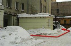 проход из арки к кабинету МРТ в НИИ Поленова, сделать МРТ в Санкт-Петербурге