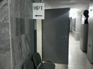 вход в кабинет  МРТ НИИ Поленова с СПб